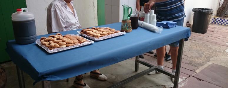 Pastas tradicionales y productos Plà para recibir a los festeros.
