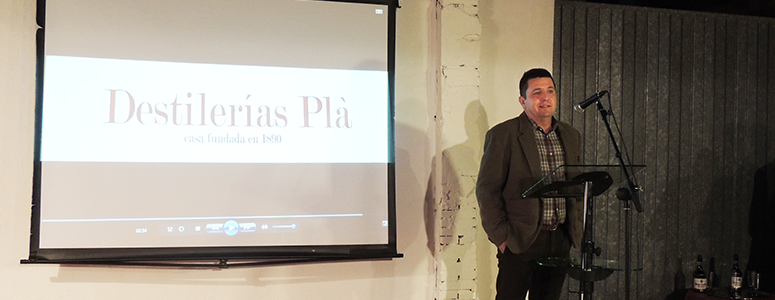 José Ripoll Mateu en el momento de su discurso durante el acto de celebración del 125 aniversario de Destilerías Plà.